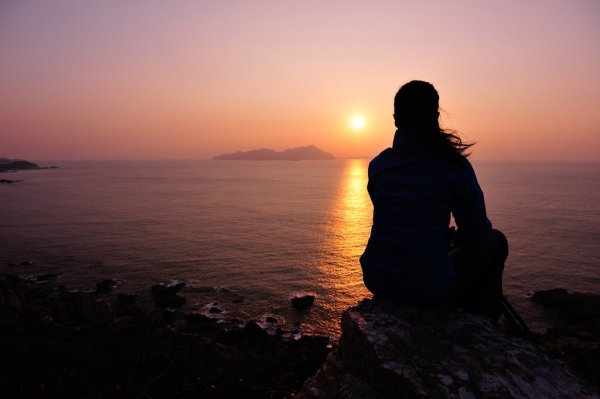 depositphotos_41743903-stock-photo-watching-the-sunrise-at-the